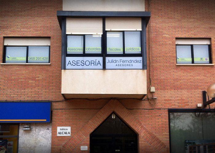 4-detiketa-estudio-creativo-fachada-julian-fernandez-asesores